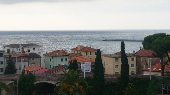 Residence La Carruba: panorama di Diano Marina dal balcone