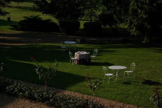 Le Clos Sainte-Marie: Le jardin avant le petit-dejeuner