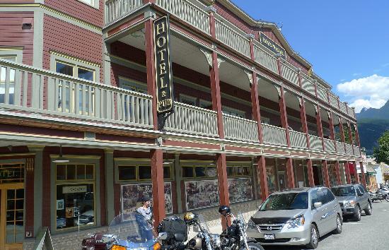 Kaslo Hotel: Front enterance Hotel