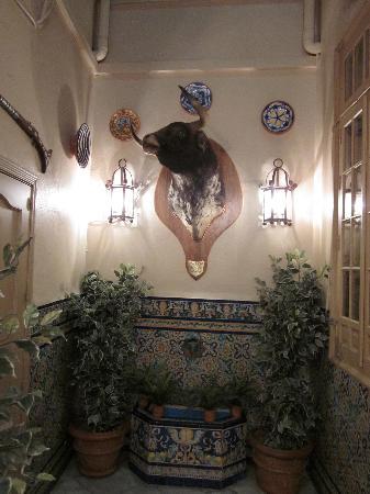 Hostal Vincent Van Gogh: The Lobby