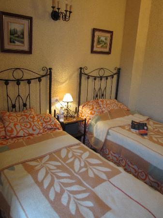 Hostal Vincent Van Gogh: Our Room