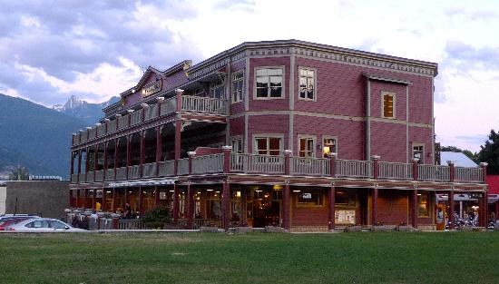 Kaslo Hotel: Overall view of hotel