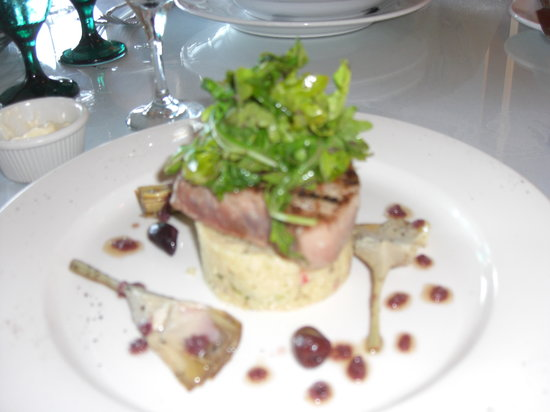1587 Restaurant: grilled tuna