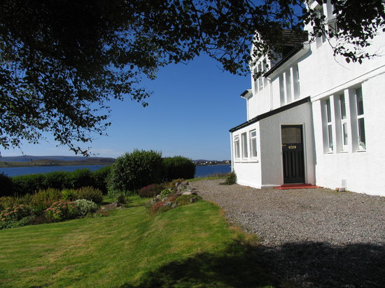 Kirkhill House Bed and Breakfast: Kirkhill House looking out over Loch Ewe