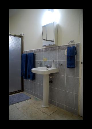 El Hangar - Bed & Breakfast: Beautiful Bathrooms