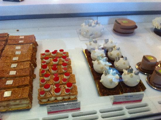 Fauchon : More cakes.