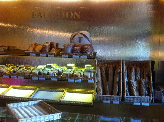 Fauchon : Bakery section.