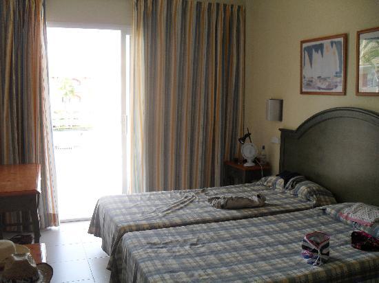 Aparthotel Ferrer Maristany: bedroom