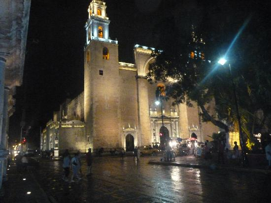 Merida Cathedral: The cathedral at night.