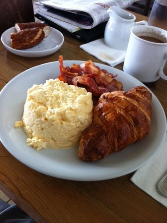 Mangerie: Breakfast - scrambled eggs, real bacon and the best croissant in Istanbul!