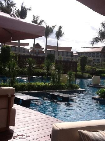 Renaissance Sanya Resort & Spa: вид из бара у бассейна