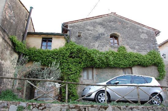 Fattoria San Donato: Free parking