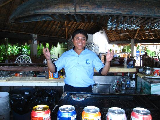 Casa del Mar Cozumel Hotel & Dive Resort: Santos as the bar!