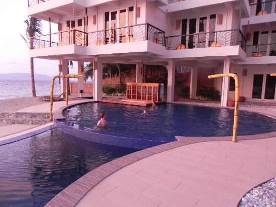 Sunset at Aninuan Beach Resort: The pool