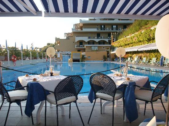 Best Western Hotel La Solara: hotel pool