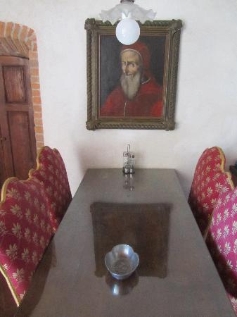 Castello di Bibbione: kitchen table