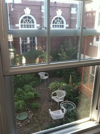 Warren, RI: view into courtyard