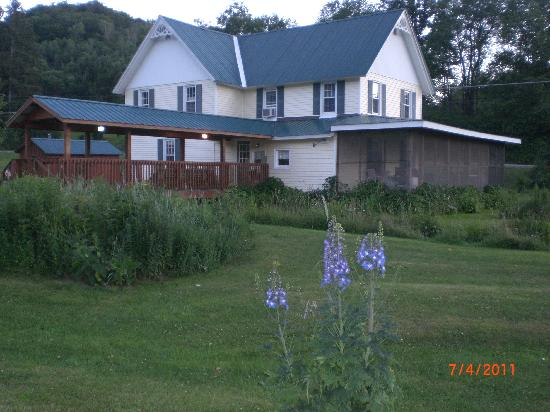 Frosty Hollow Bed and Breakfast: The farmhouse