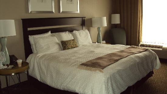 Riverwind Hotel: Bed