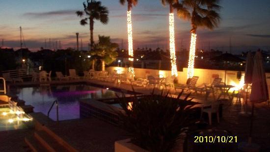 La Barataria: Pool-side Bar and Sunset