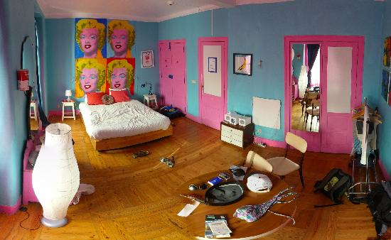 Artbeat Rooms: A distorted view of warhol room