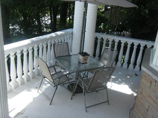 Nataya B&B: Part of the lovely verandah