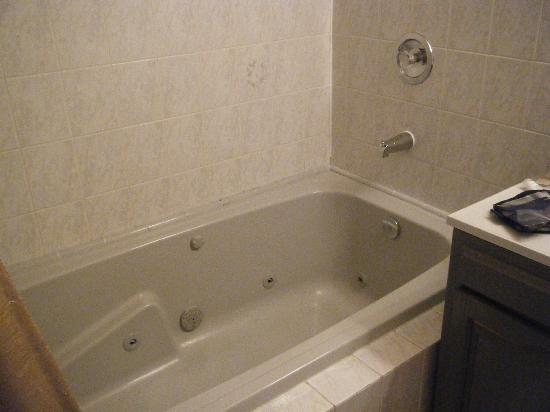 Nataya B&B: The spa bath was huge!