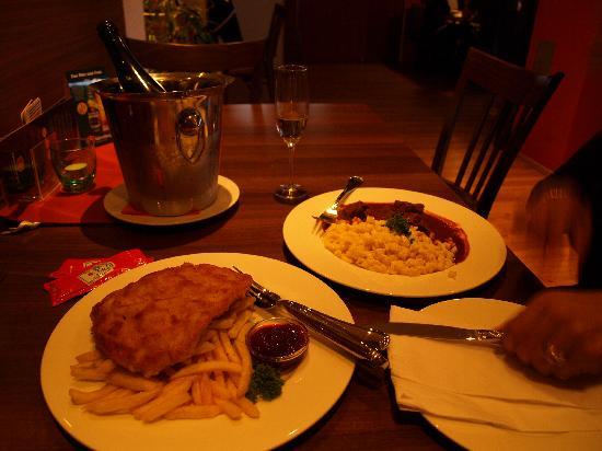 Gasthaus Zeigerle: Wiener Schnitzel & Goulash