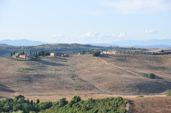 Lucignanello Bandini: one of the beautiful views from the pool area