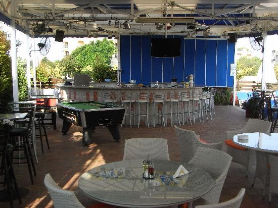 Mariandy Hotel: The pool bar.