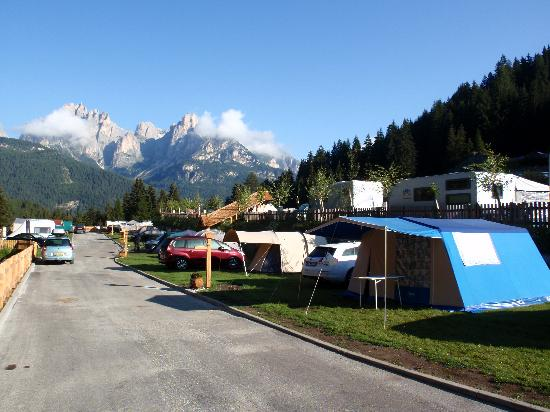 Pozza di Fassa, Italien: immagine delle piazzole per tende