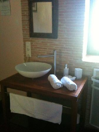 Le Mas Julien : lovely bathroom