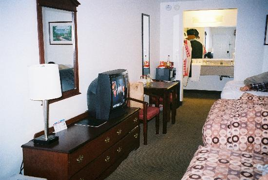 Best Western Garden State Inn: 3 Queen Beds