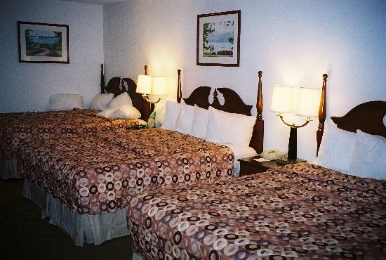 BEST WESTERN Garden State Inn: 3 Beds Queen