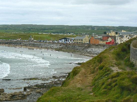 Cois Farraige: Lahinch from the nearby free public carpark