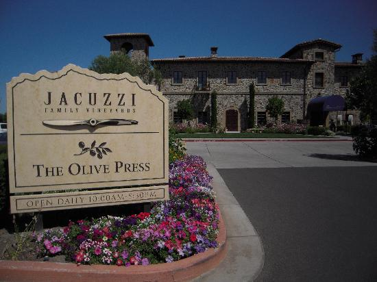 Jacuzzi Family Vineyards: You know it's different as you approach
