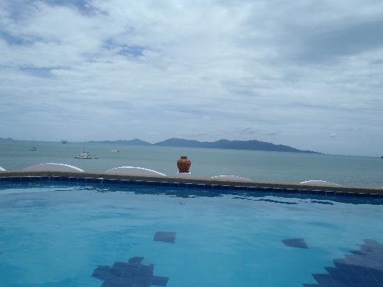 L' Hacienda: vu de la piscine !!