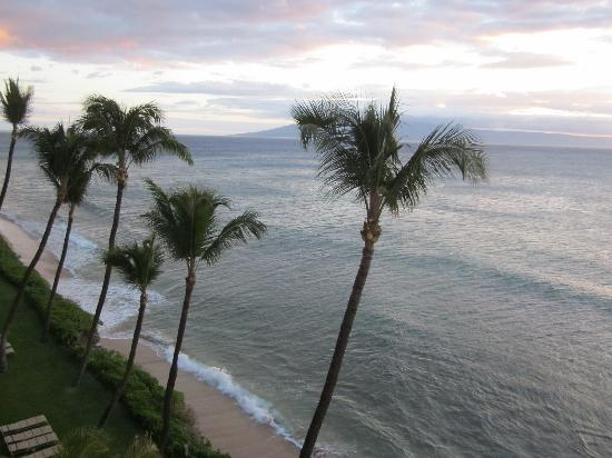 Aston Mahana at Kaanapali: Looking down on the beach from Patio