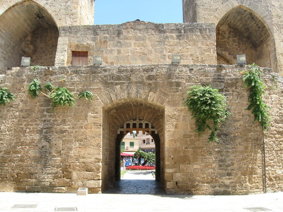 Alcudia, Spain: Old town gateway