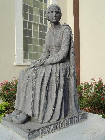 Old Castillo Bed & Breakfast: Evangeline's statue