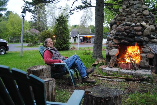 Sky Valley Motel & Cottages: try out our barbecue areas