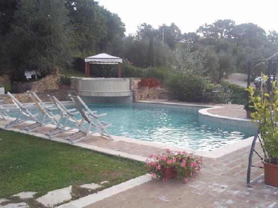 Podere Santa Maria: la piscina esterna