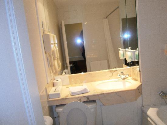 Brandon Hotel: baño -2-