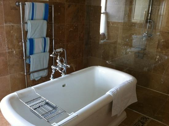 Loch Gorm House: bathroom in the seaview room