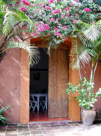 Hostal Casa del Sol Oaxaca: entrance to dorm