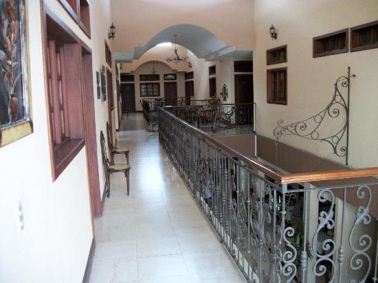 Hotel Internacional Managua : Second floor hallway
