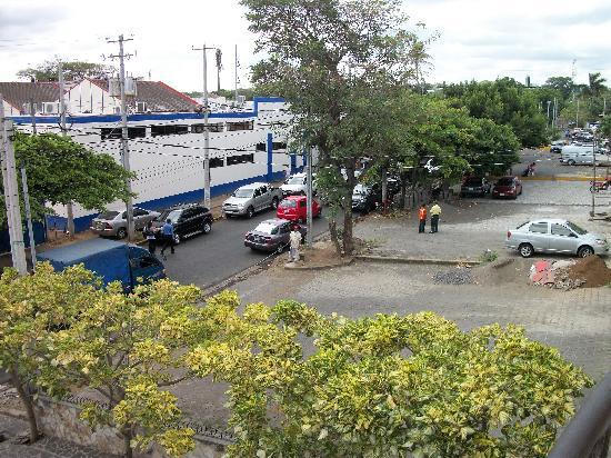 Hotel Internacional Managua : Street scene from front balcony