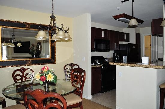 Dining area 2 bedroom suite picture of holiday inn club - 2 bedroom suites in las vegas nv ...