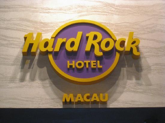 โรงแรมฮาร์ดร็อค: Sign