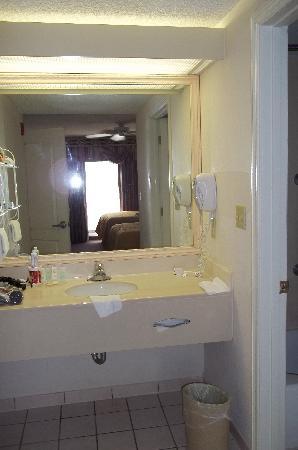 Quality Suites Lake Buena Vista: Nice Swimming Pool